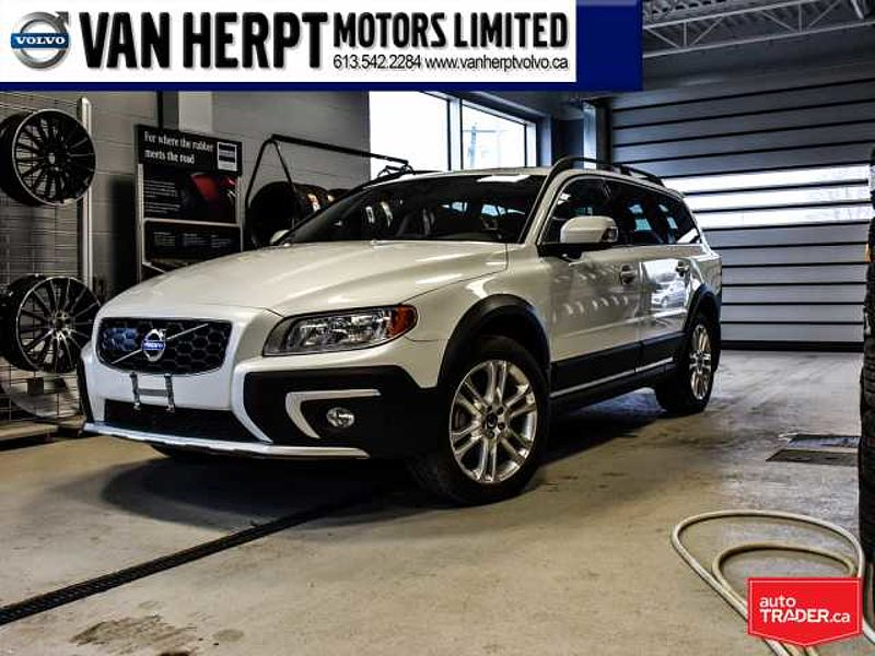2016 Volvo XC70 T5 Premier WITH 0.9% FINANCING (OAC)